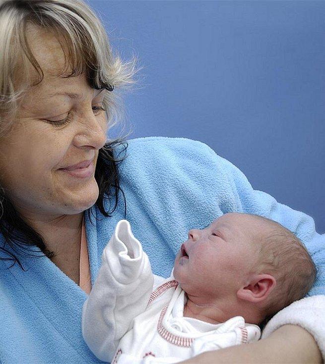 Anna Karešová je po Romanovi a Evě třetím dítětem Martiny Kabourkové a Jiřího Kareše z Lukavice. Narodila se 31. května ve 21.10 s hmotností 3,2 kg.