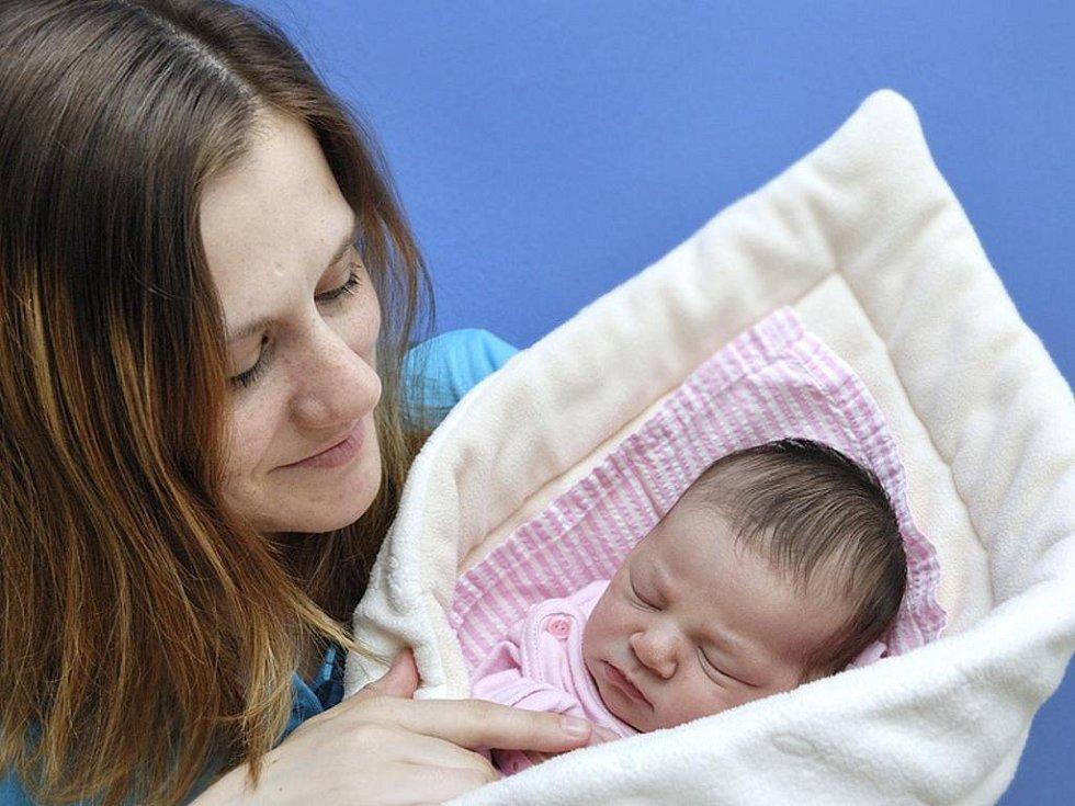 Karolínka Macháčková bude s rodiči Lenkou a Kájou doma v Lichkově. Narodila se jim 30. května v 8.07 hodin, vážila 3,48 kg.