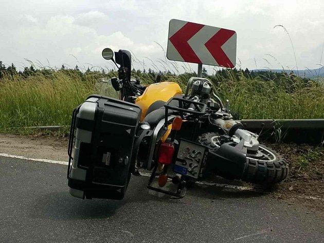 Mezi Jablonným nad Orlicí a Žamberkem havaroval motorkář.