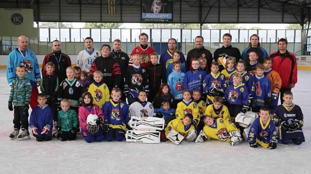 Nábor hokejových nadějí v Chocni navštívili i Josef Marha s Janem Hrdinou.