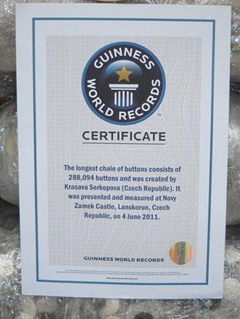 Centrum pro registraci světových rekordů vLondýně uznalo rekordní knoflíkový návlek jako světový rekord.