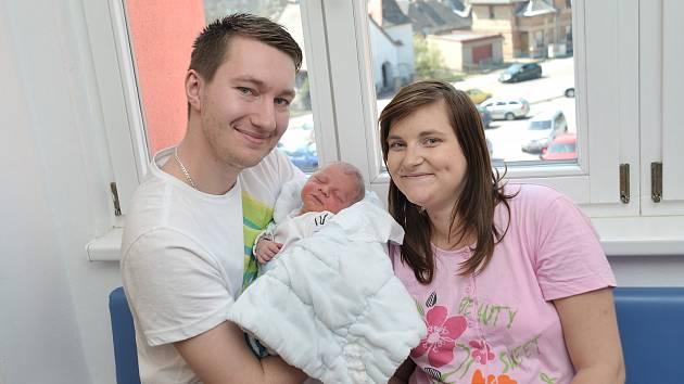 Josef Bouška je první radostí pro Kateřinu a Josefa ze Sázavy. Chlapec se s váhou 3,320 kg narodil 18. 4. v 11.24 hodin.