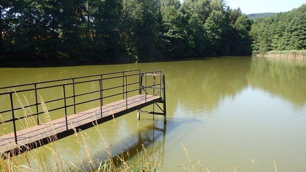 Vodní nádrž v Kunčině u Moravské Třebové je na prodej. Lesy České republiky ji už nepotřebují.