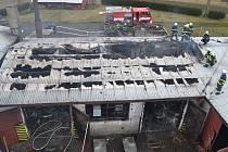 Následky požáru dílny v Prostřední Lipce.