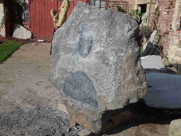 V ateliéru akademického sochaře vzniká pomník Gustavu Habrmanovi.