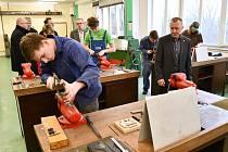 Žáci Technické školy Vysoké Mýto se v uplynulých týdnech účastnili soutěže čalouníků a strojních mechaniků – vobou byli úspěšní.