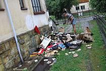 V Ústí nad Orlicí v části Hylváty vznikl na rodinném domě požár způsobený úderem blesku, přestože na první pohled nepůsobí poškození rozsáhle, nejvíce škody oheň napáchal uvnitř konstrukce střechy.