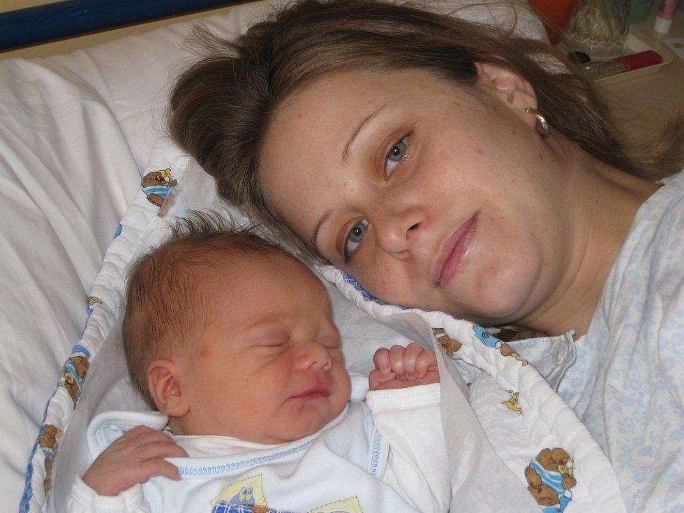 Robin Štusák, první miminko roku 2008 na Orlickoústecku, se narodil 1. ledna v 15.40 Michaele Plívové a Jakubu Štusákovi z České Třebové. Vážil 3,01 kg a měřil 48 cm.