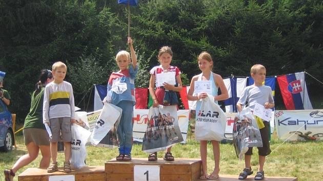 Veronika Chaloupková  z KOB Choceň na stupních vítězů (uprostřed).