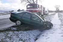 Z dopravní nehody v Dolní Lipce.