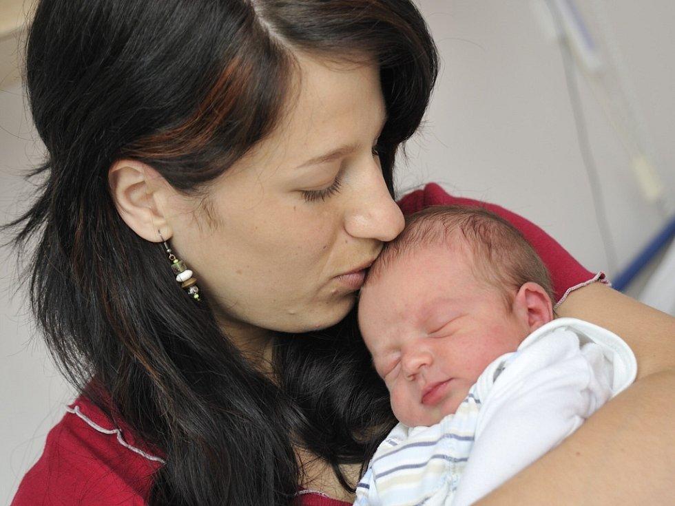 Matěj Skalický je první radostí pro rodiče Michaelu Jeníčkovou a Milana Skalického ze Sopotnice. Když se 30. května v 6.30 narodil, vážil 3,4 kg.
