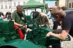 V sobotu se v centru Ústí nad Orlicí uskutečnil druhý ročník přehlídky historické techniky nazvané Strojní oustecká sobota. V chodu se zde představily motorové a elektrické lokomobily, tzv. stabiláky. Přes ploché řemeny rozpohybují např. mlátičku, šrotovn