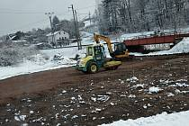 Stavební stroje se v Letohradě pustily do stavby cyklostezky na Podměstí.