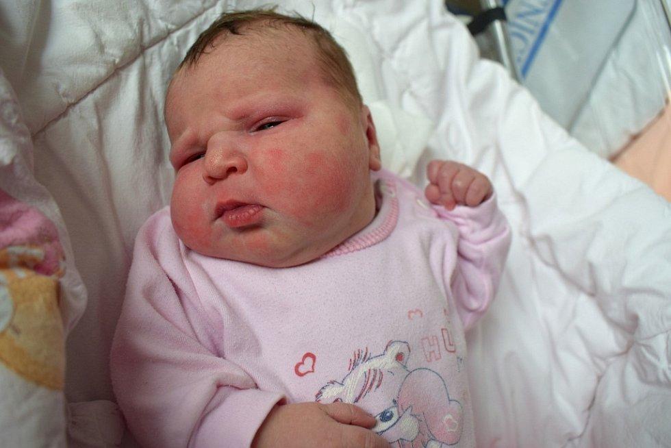 Amálie Kalánková se narodila 25. 3. ve 4.02 hodin, vážila 3,296 kg. Spolu s rodiči Simonou Kučerovou a Pavlem Kalánkem bude doma v Dolním Újezdu.