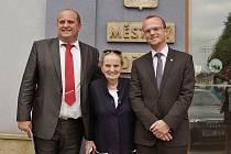 Petr Fiala s Madeleine Albrightovou a hejtmanem Martinem Netolickým.