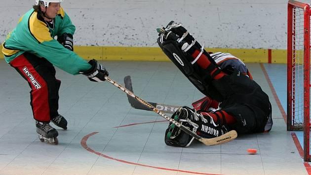 Ve finále 1. ligy v in-line hokeji porazil žamberský Stilmat skutečský In-line team po divoké přestřelce 13:10. Pět branek dal v týmu vítězů reprezentant Petr Šinágl.
