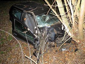 Řidič boural, pak od nabouraného auta zmizel.