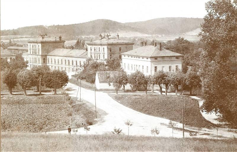 Nádraží a bývalý hotel, 1910
