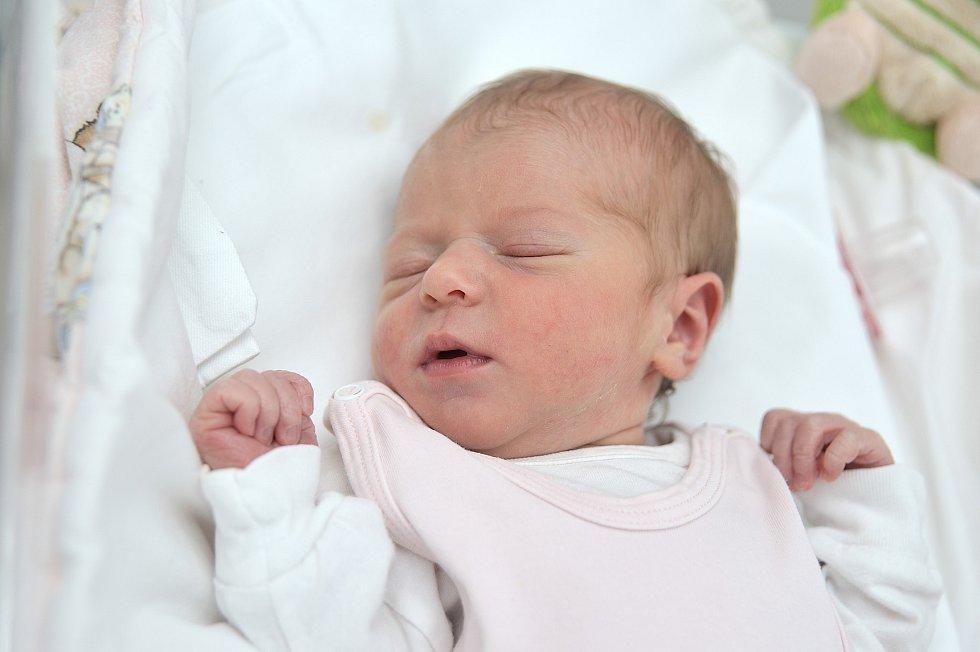 Barbora Kyšperková těší od 15. srpna 15.02 hodin své rodiče Víta a Helenu a sourozence Anežku a Vašíka z Dolní Čermné. Po narození vážila 3,13 kg.