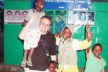 V Etiopii založil Leoš Středa společnost pomáhající dětem s vrozeným onemocněním AIDS, které přišly o rodiče.