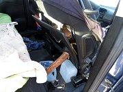 Čelní sklo řidiči prorazila větev, naštěstí jel sám.Foto: