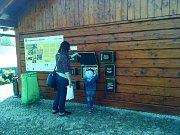 Turisté hravou formou poznají tradici výroby kartáčů.