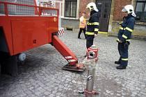 Cvičení hasičů na ústeckém nádraží.