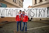 Michal Novák a Filip Faltus s medailemi.