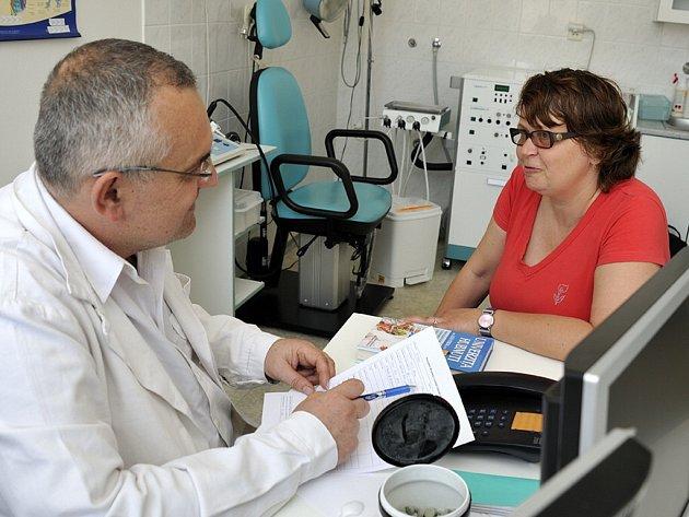 Lada Sitová v ordinaci u doktora Leoše Středy.