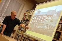 Výtopna v Chocni byla tématem čtvrteční besedy v knihovně. Záměr klubu představil Jiří Kotas.