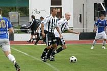Do několika šancí se dostalo duo Dostál (na snímku vlevo) a Borek (na snímku vpravo) v utkání proti Kolínu. Po spolupráci s rychlým Kuklou padla také jediná branka utkání.