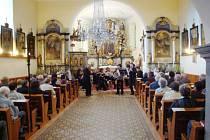 Koncert Komorního orchestru UHK, který se konal v sobotu 9. 6. v kostele v Lukavici.