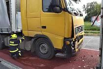 Nehoda dvou kamionů omezila provoz na silnici I/35 u Vysokého Mýta.
