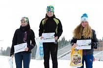 TEREZA VINKLÁRKOVÁ vystoupala na nejvyšší stupínek po rychlostním závodu se štafetovou střelbou. Vlevo je druhá Dora Novotná.