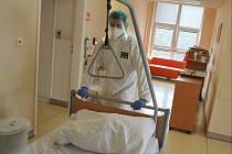 Hasiči se od pondělí 1. března doslova přestěhovali do téměř všech Nemocnic Pardubického kraje.