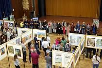 V Ústí nad Orlicí zahájili ve čtvrtek 5. srpna 23. ročník výstavy výtvarného umění. Obrazy od více než čtyřiceti umělců z širokého okolí zaplnily sál kulturního domu.