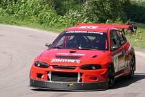 Na Laudon vyjedou auta průměrnou rychlostí okolo 150 kilometrů za hodinu.