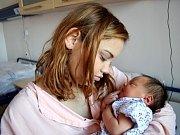 Kristina Lovašová se narodila Gabriele a Tomášovi z Lukové 5. 12. ve 14.45 hodin. Při narození vážila 3,9 kg.