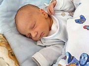 Antonín Čada se narodil Petře a Romanovi z Lukavice 24. 2. ve 12.46 hodin. Doma se na něj těší i bratříček Adam.