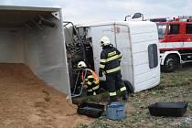 Na Choceńsku havaroval náklaďák převážející písek.