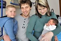 Amálie Drahošová se narodila 11. dubna v 7.49 hodin Lence Faltysové a Romanu Drahošovi z Chocně, kde už má brášku Štěpánka. Vážila 3,07 kg.