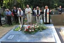 Ze slavnostního odhalení pomníku válečným utečencům z Polska.