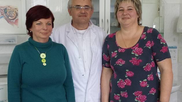 Paní Hudousková, dr. Středa a paní Faltusová.
