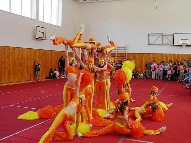 Ze slavnostního otevření tělocvičny v Tatenicích.