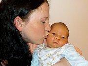 Adam Soukup se narodil 8. 7. v 8.18 hodin a vážil 4440 g. Doma v Trstěnicích u Litomyšle bude těšit rodiče Lucii Seckou a Jiřího Soukupa, i sourozence Jiřího a Zuzku.