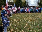 V Mateřské škole U Dvora roste nová lípa republiky.