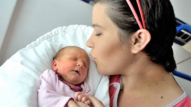 Adéla Jansová se narodila 17. května v 10.31 hodin rodičům Katrin Matoulkové a Danielu Jansovi z Lichkova, kde už má bratra Daniela. Holčička vážila 2,67 kg.