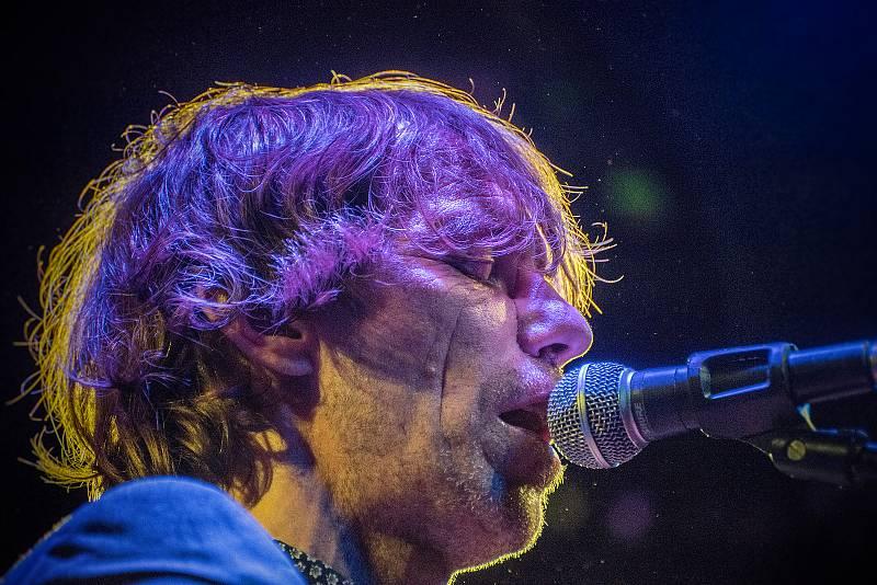 DO ČESKÉ TŘEBOVÉ dorazil britský kytarista a písničkář Justin Lavash.