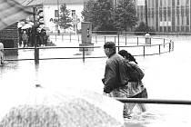 Povodně 1997 - Ústí nad Orlicí , křižovatka u Avionu.