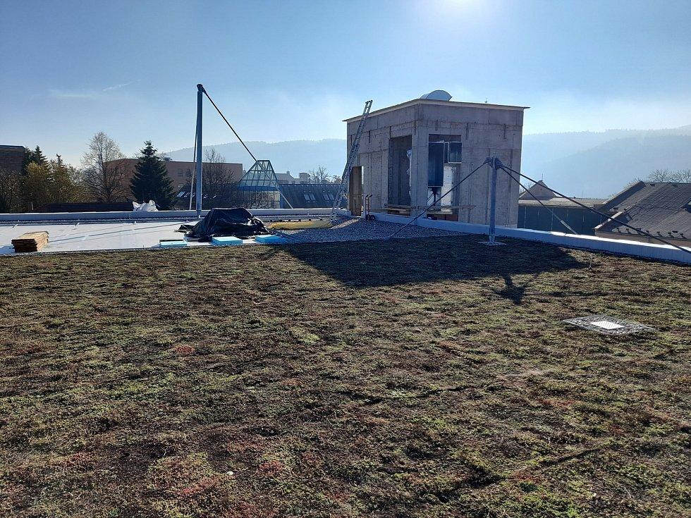 Nově budovaný Dům dětí a mládeže v Ústí nad Orlicí bude mít zelenou střechu.